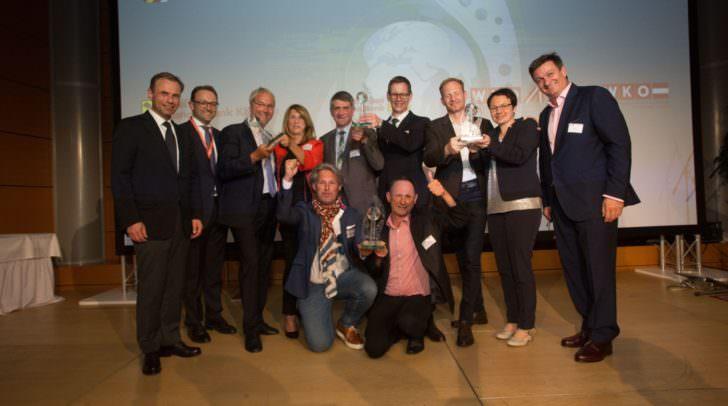 Meinrad Höfferer, Leiter der Abteilung Außenwirtschaft in der Wirtschaftskammer Kärnten, Peter Gauper, Vorstandssprecher der Raiffeisen Landesbank Kärnten und WK-Präsident Jürgen Mandl freuten sich mit den Gewinnern des 16. Kärntner Exportpreises 2018.