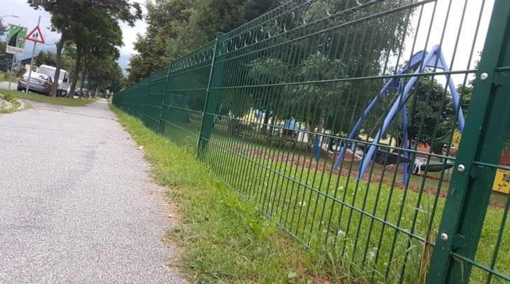 In der Nähe der Volksschule soll sich der Vorfall zugetragen haben.