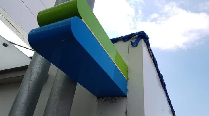 Da das Dach des Kiosks von den Einbrechern stark beschädigt wurde, wurde es heute komplett entfernt, um Reparaturen durchführen zu können.