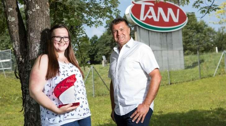 Österreichs beste Jung-Fleischerin Anja Lax und TANN Produktionsleiter Josef Hanschur freuen sich über den tollen Erfolg der jungen Kärntnerin.
