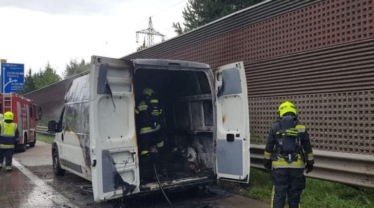 Das Fahrzeug brannte komplett aus
