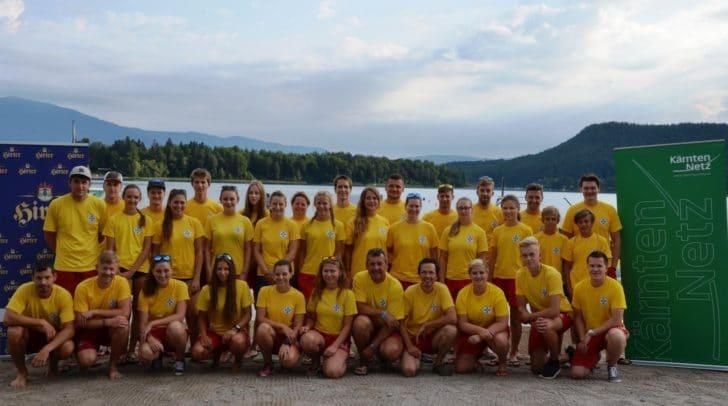 Zahlreiche Rettungsschwimmer sichern die 750 Meter lange Strecke. Im Zielbereich gibt es für die Teilnehmer zur Stärkung eine Labestation.