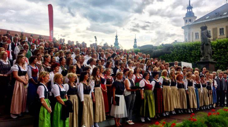 Am kommenden Sonntag, dem 8. Juli 2018, werden wieder 500 Sängerinnen und Sänger den Neuen Platz in Klagenfurt mit schönen Klängen füllen.