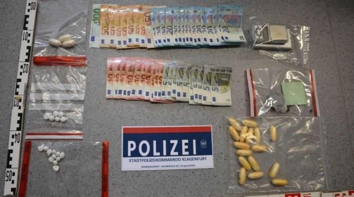 Kokain, Heroin und Cannabis konnten von der Polizei sichergestellt werden. Das Kokain allein hat einen Straßenverkaufswert von mehreren zehntausend  Euro.