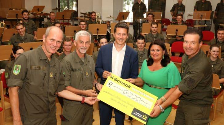"""6.000 Euro konnten an das """"Kärntner Nothilfswerk"""" gespendet werden."""