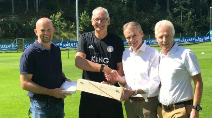 v.l.: Christian Kresse, Andrew Neville, Football Operations Director, BGM Ferdinand Vouk und Vzbgm. Helmut Steiner.