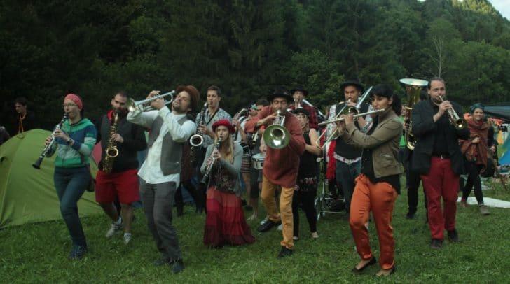Heute, Freitag, startete das woodstockenboi Festival.