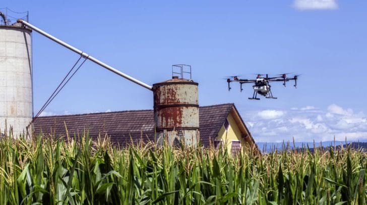 Die Ausbringung per Drohne bietet in der Landwirtschaft viele Vorteile.