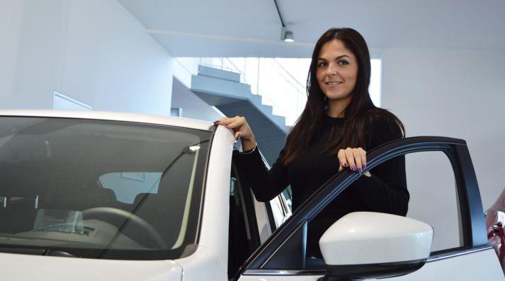 """""""Der Mazda 2 lässt vor allem die Herzen der Damen höherschlagen und ist ab sofort zu einer sehr attraktiven Leasingrate bei uns erhältlich!"""", erklärt Verkaufsberaterin Biljana Pecic stellvertretend für das Eisner Villach Team."""