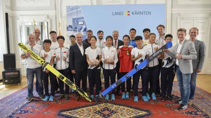 Empfang des Chinesischen Damen-Skisprung-Nationalteams