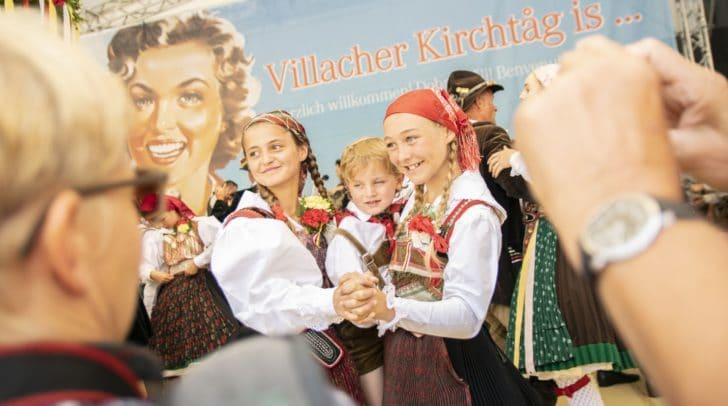 Mit der Messe in der Stadtpfarrkirche und dem anschließenden Bieranstich wurde der 75. Villacher Kirchtag heute feierlich eröffnet.