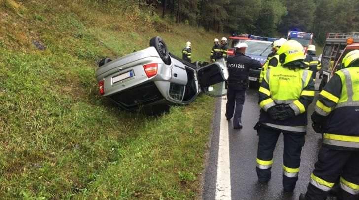 Das Unfallfahrzeug auf der B84