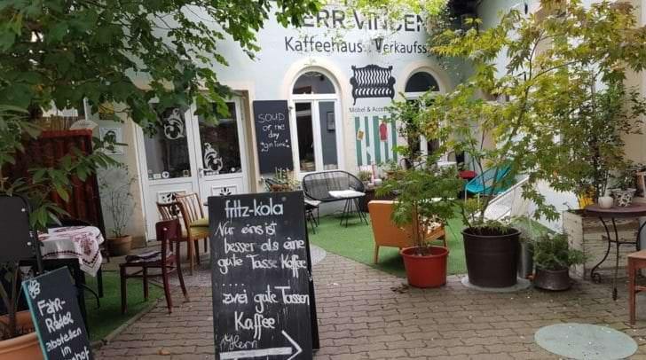 Nun wird in die ehemaligen Räumlichkeiten des Vincent Cafes übersiedelt.