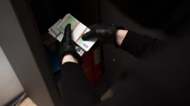 Die Einbrecher stahlen mehrere hundert Euro aus dem Kaufhaus.