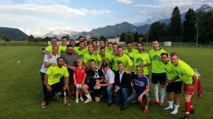 Die Mannschaft kurz nach dem Gewinn der Meisterschaft in der Saison 2017/18