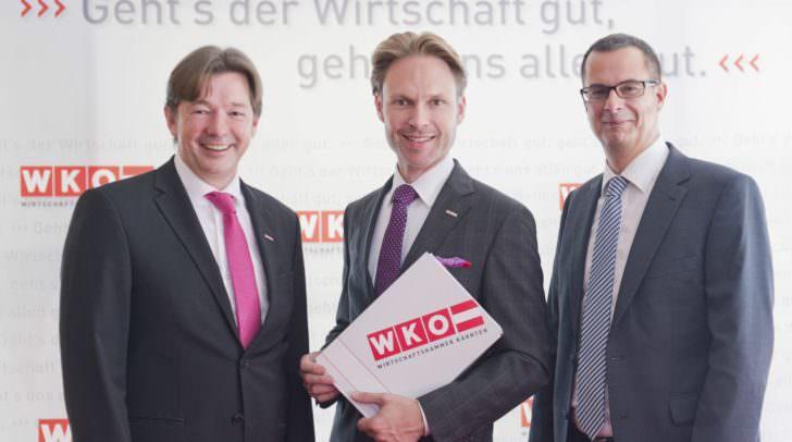 Spartengeschäftsführer Nikolaus Gstättner mit Spartenobmann Raimund Haberl und Ernst Gittenberger von der KMU Forschung Austria