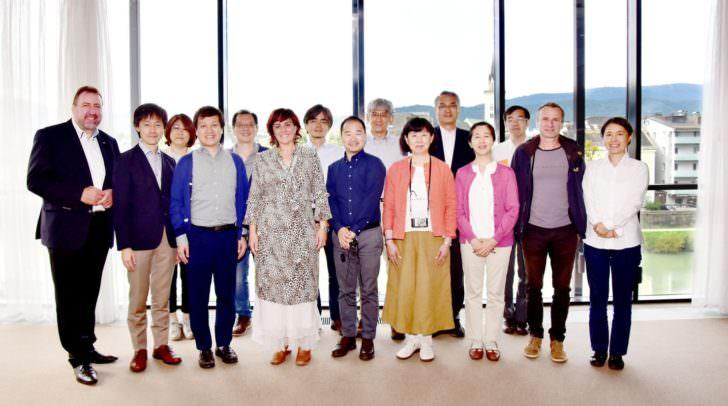 Japanische Delegation, Stadtrat Erwin Baumann und Vizebürgermeisterin Mag.a Dr.in Petra Oberrauner