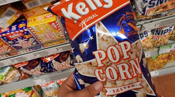 Drei Kelly Popcorn Produkte sind von dem Rückruf betroffen. Aus den Supermarktregalen wurden sie bereits entfernt.