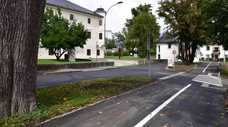 Das Foto zeigt die Schlossgasse, die rechtzeitig vor Schulbeginn umfassend saniert wurde.