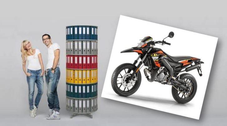 Dieses Moped und eine Sony PS4-Pro wurden von der Bürohandel GmbH verlost.