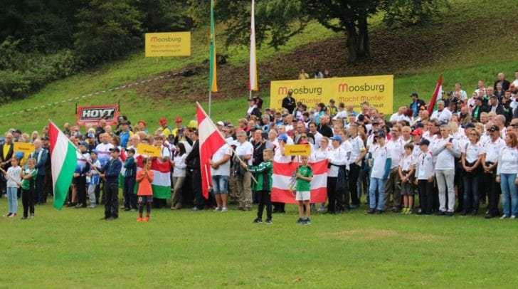 Die Weltmeisterschaft wurde am Montag mit dem Einmarsch der Nationen feierlich eröffnet