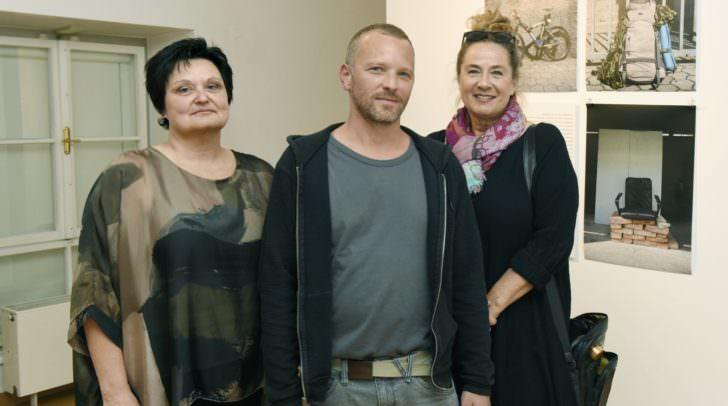 Beatrix Obernosterer, Christian Leitna und Manuela Tertschnig bei der Eröffnung der Ausstellung.