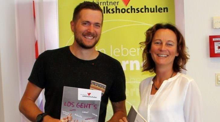 Bezirksstellenkoordinator der VHS Klagenfurt, Mag. Benjamin Hell, mit der Pädagogischen Leitung der VHS Klassik, Mag.a Isabella Penz
