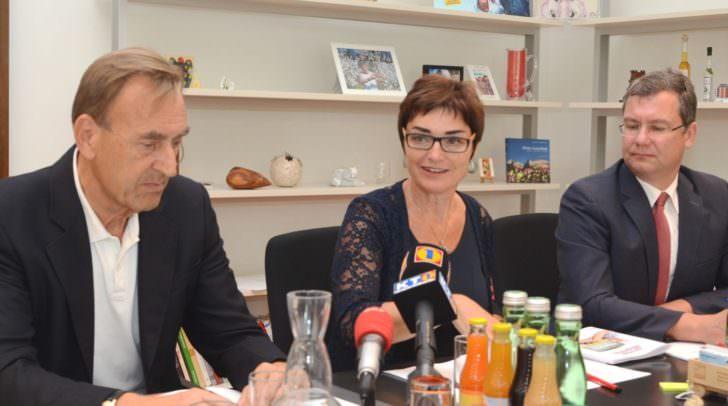 """Primarius Manfred Freimüller, LHStv.in Beate Prettner und Notar Klaus Schöffmann bei der Pressekonferenz zum Thema """"Demenz"""""""