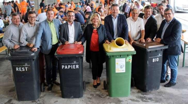 Zahlreiche Vertreter aus dem Stadtsenat und Gemeinderat kamen zur 30-Jahr-Feier der Abteilung Entsorgung am Zentrallagerplatz.
