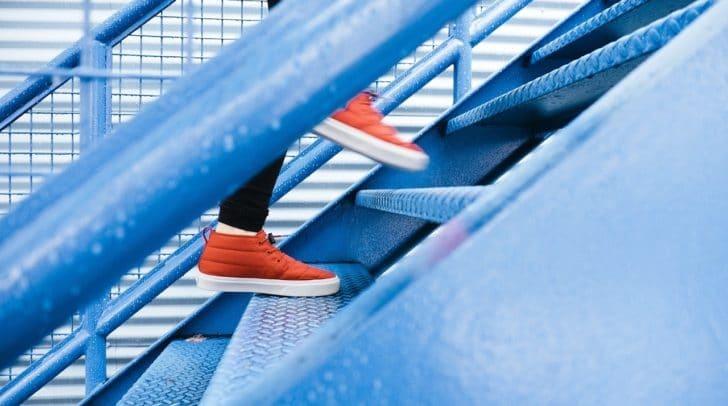 Es zahlt sich aus die Treppe zu nehmen und nicht den Lift oder die Rolltreppe.