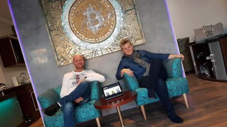 Petra Haid eröffnet den neuen Crypto-Store in der Tafernerstraße mit Jochen Kohlweiss, der für Marketing und Design verantwortlich zeichnet