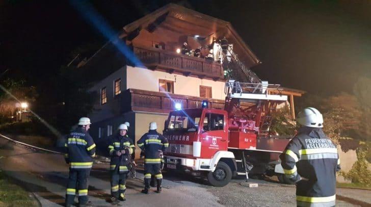 Eine Ausbreitung des Dachstuhlbrandes konnte verhindert und der Brand rasch gelöscht werden