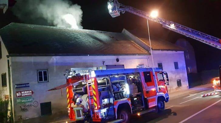 Ein vermeintlicher Gebäudebrand und ein Brand in einem Silo hielten die Einsatzkräfte vergangene Nacht auf Trab.