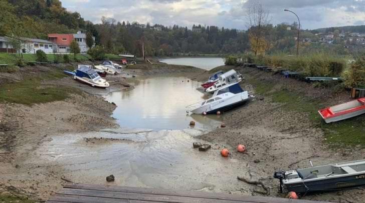 In den, wegen der Niederschläge abgelassenen Staubecken, herrscht große Gefahr für Schaulustige und Spaziergänger.