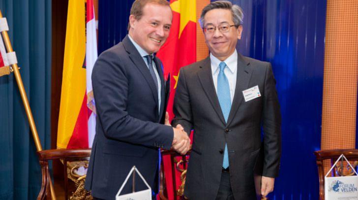 Kärntens Wirtschaftslandesrat Ulrich Zafoschnig und Vize-Gouverneur Yongzheng Lu (Provinz Guizhou, knapp 40 Mio. Einwohner) unterzeichneten mehrere Kooperationsabkommen.