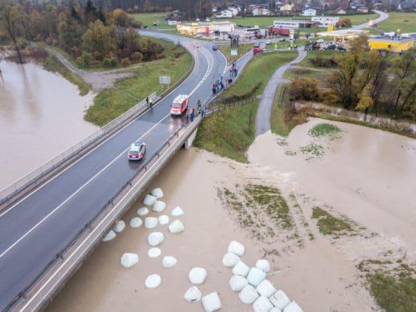 Gailbrücke bei Nötsch: Auch hier waren zahlreiche Einsatzkräfte vor Ort.