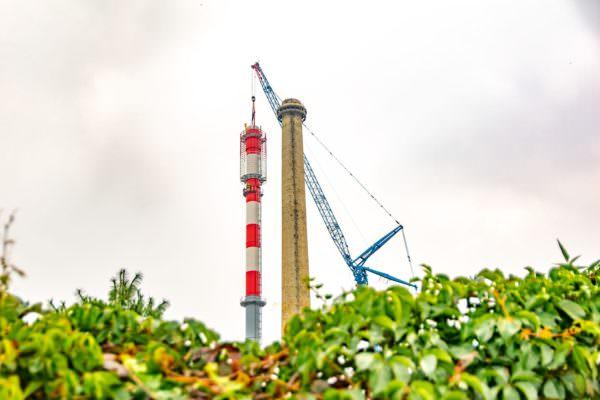 Neuer Schornstein für STW-Fernheizkraftwerk steht