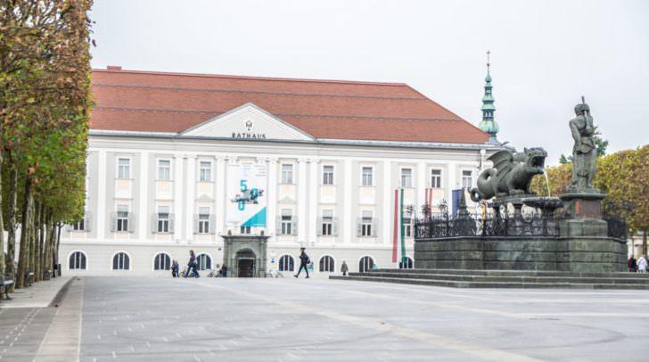 Von 12 bis 13.30 wird vor dem Rathaus getanzt!