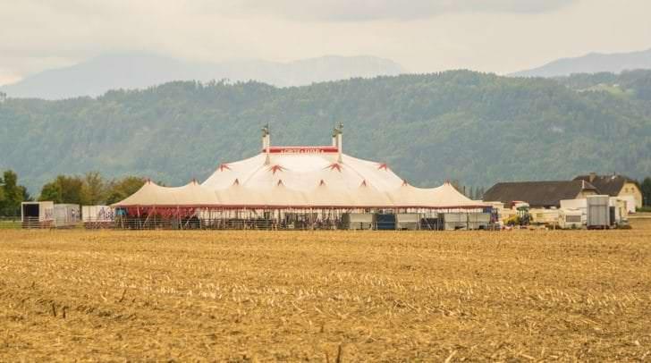 Das Gelände am Südring mit dem Zirkuszelt.