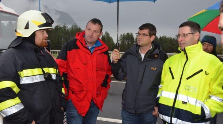 LR Martin Gruber verschafft sich derzeit einen Überblick der Hochwassersituation in Kärnten.