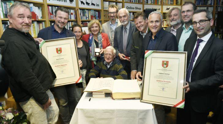 150 jahre Buchhandlung Heyn, Verleihung Goldene Medaille mit Bgm. Dr. Maria Luise Mathiaschitz