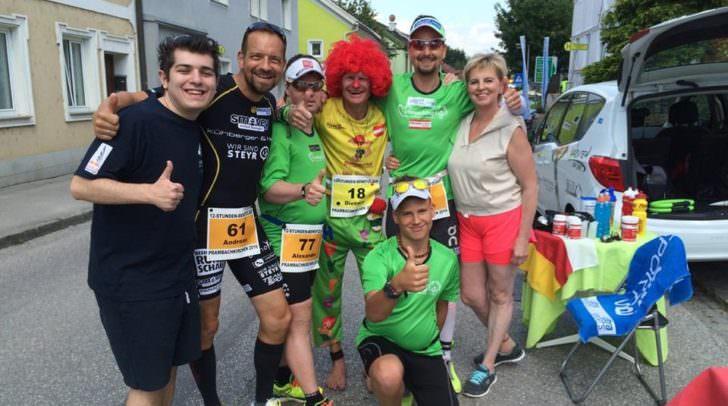 Der als Pumuckl verkleidete Läufer Dietmar Mücke war bereits beim ersten Kärnten Marathon mit am Start - auch hier ohne Schuhe.