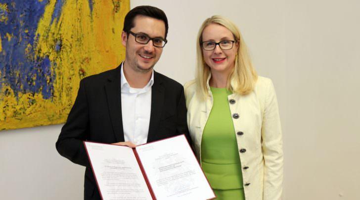 Verleihung des Staatswappens durch Frau Bundesministerin Dr. Margarete Schramböck an Anexia