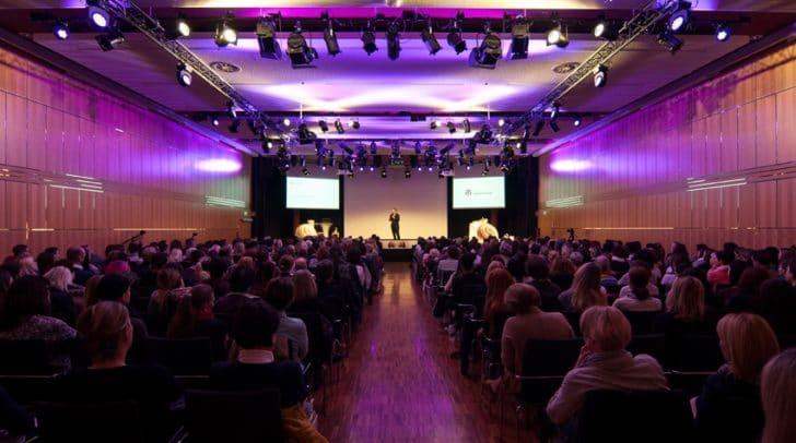 Vortragssaal bei Demenzkongress der AHA Gruppe in Velden Kärnten.