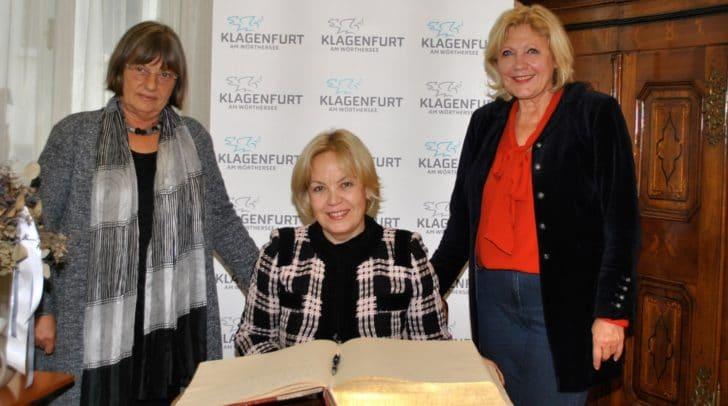 v.r. Bürgermeisterin Maria‐Luise Mathiaschitz mit Botschafterin Alena Kupchyna und Eva Janica (Leiterin Abt. Protokoll).