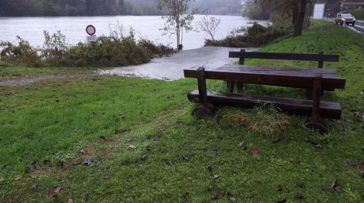 In Latschach steigt das Wasser kontinuierlich – hier ist man in Alarmbereitschaft.
