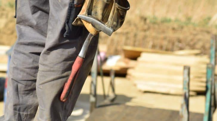 Eine Verordnung der Regierung, dass Baustellen gestoppt werden, gibt es noch nicht. Die Baugewerkschaft fordert jedoch, sofort eine solche Verordnung zu erlassen.