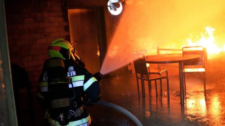 Die Mitglieder der Feuerwehren riskieren oftmals sogar ihr eigenes Leben, um anderen zu helfen.