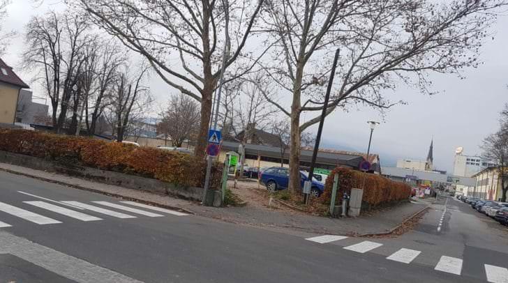 Bald vierstöckig? Das Parkgelände an der Dreschnigstraße.