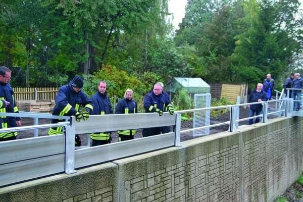Mobile Elemente können zur Erhöhung der Ufermauern eingesetzt werden.